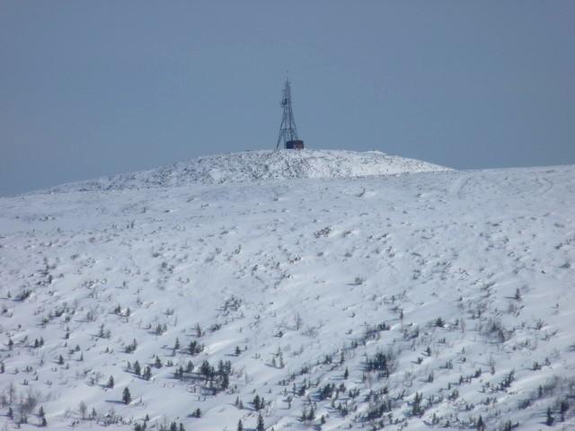 Вышка на горе Столовая, очень издалека