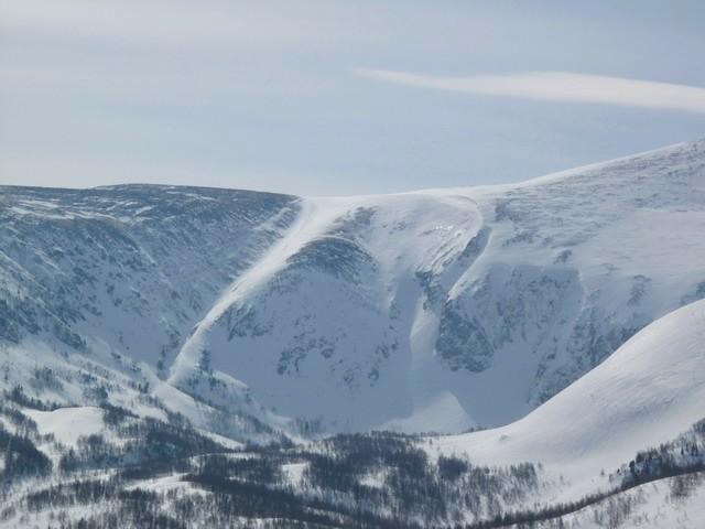 Грива горы Заозерная и вид на кулуары