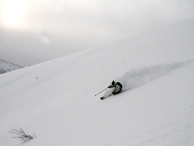 Константин Маньшин (Пермь) делает лавинный кулуар на раа-а-а